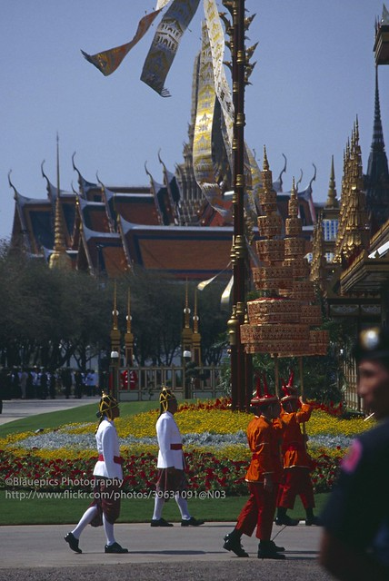 Bangkok, Sanam Luang, paying respect