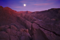 The rocks, the sun and the moon  (由  PoetheusFotos
