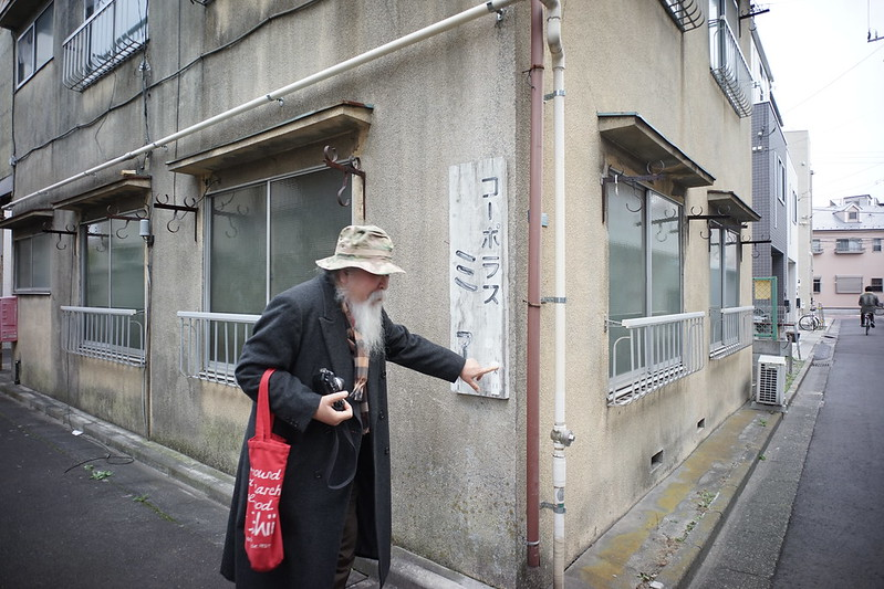 121 20200112チョートクブラぱち塾京島コーポラスミエのプレートを解説するチョートク翁