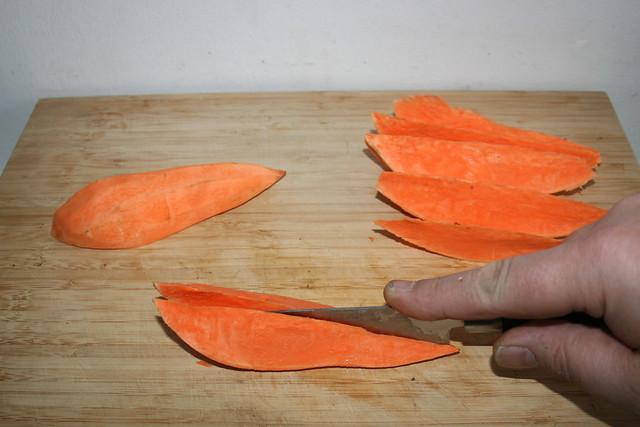 12 - Süßkartoffel in Spalten schneiden / Cut sweet potato in wedges