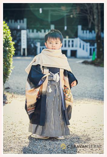 冬の七五三 羽織袴を着た男の子 肩にはショール