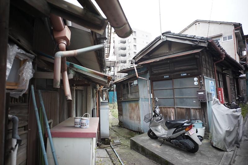 102 20200112チョートクブラぱち塾京島セブンイレブン休憩の横の長屋の裏