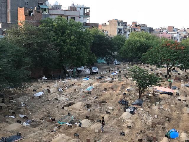 City Hangout - Graveyard Watching, Jamia Millia Islamia Metro Station