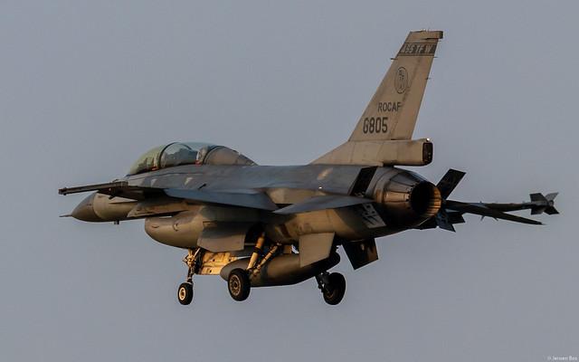 RoCAF (Taiwan Air Force) General Dynamics / Lockheed Martin F-16B (Block 20) 6805 on final approach at Chiayi Air Base