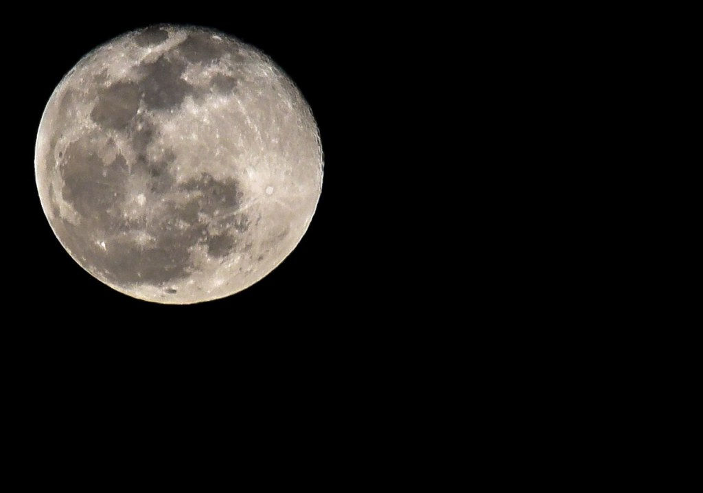 Almost the firts Full Moon of the Decade (98% of illumination)