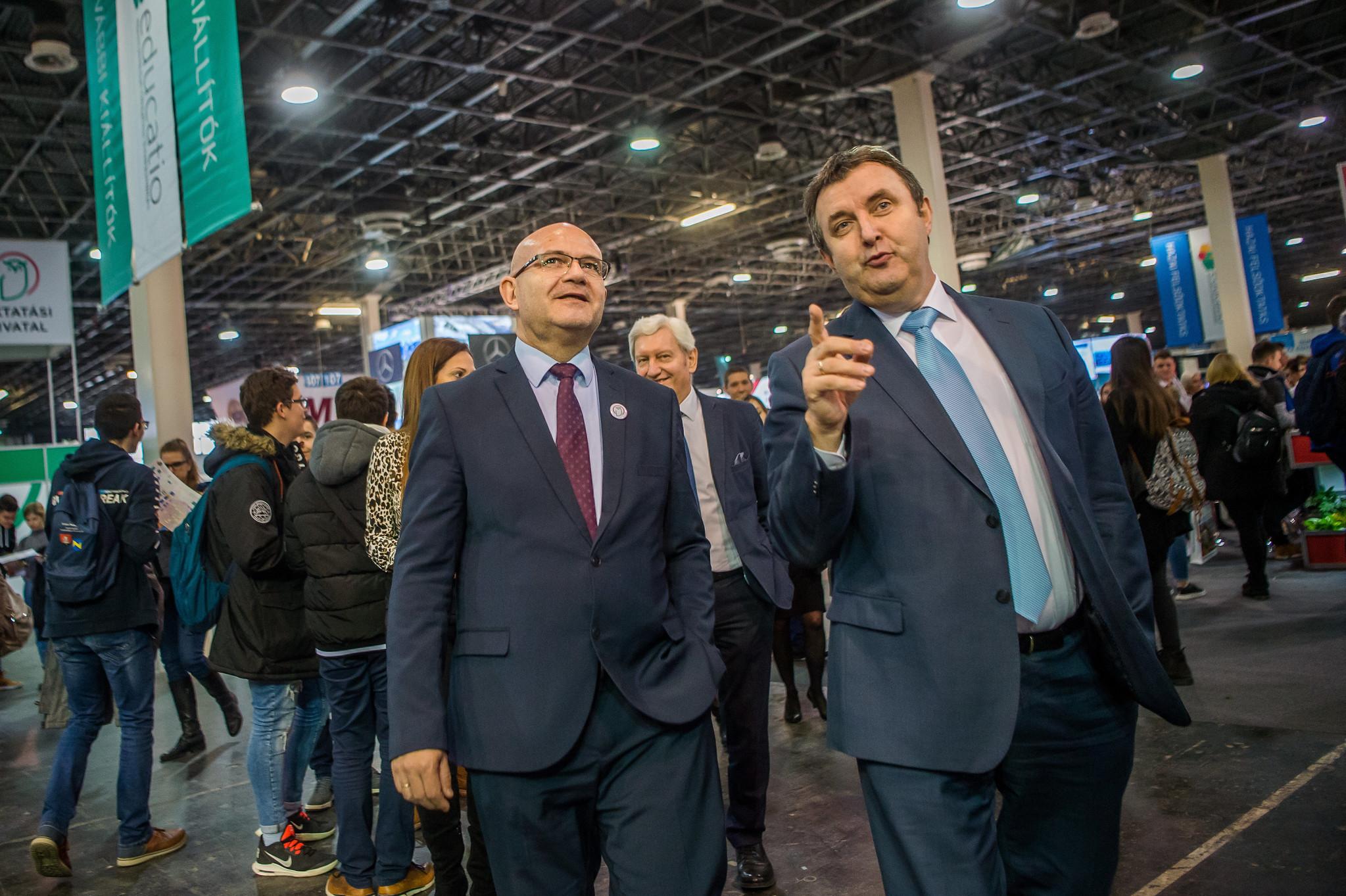 Rontott helyén az SZTE, Palkovics szerint lényeges a javulás