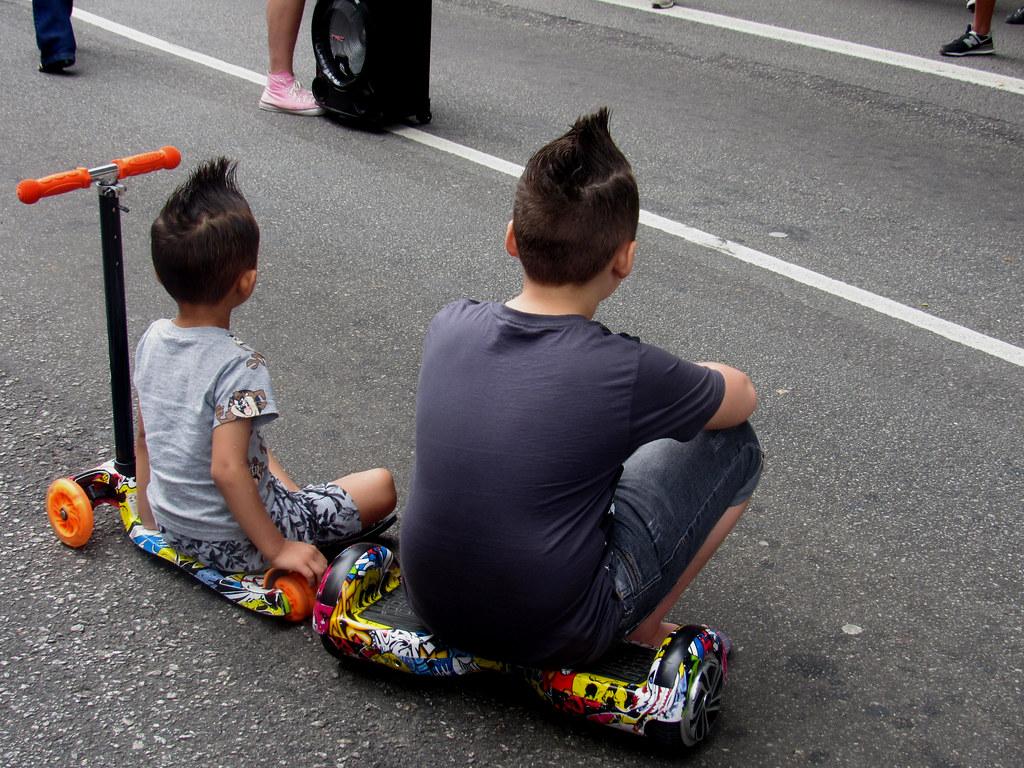 São Paulo Avenida Paulista TWO COCKATIEL BOYS
