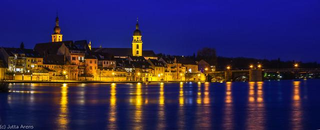 Blick auf Kitzingen mit Mainbrücke