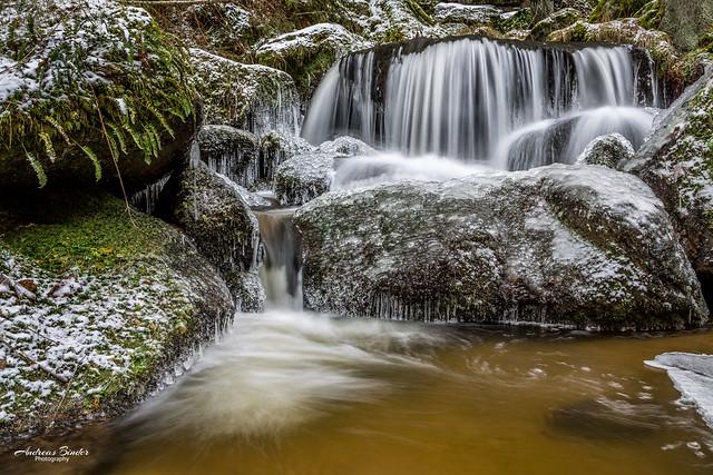 Höllfall - Wasserfall mit Eis