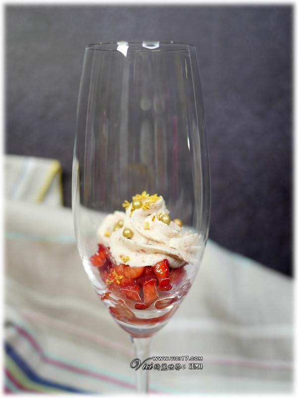 草莓鮮奶油杯076