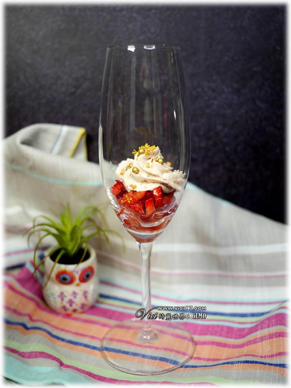 草莓鮮奶油杯073