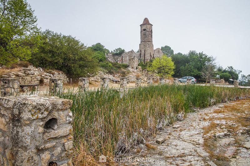 Balsa de la Mussara, completamente seca en verano del 2019