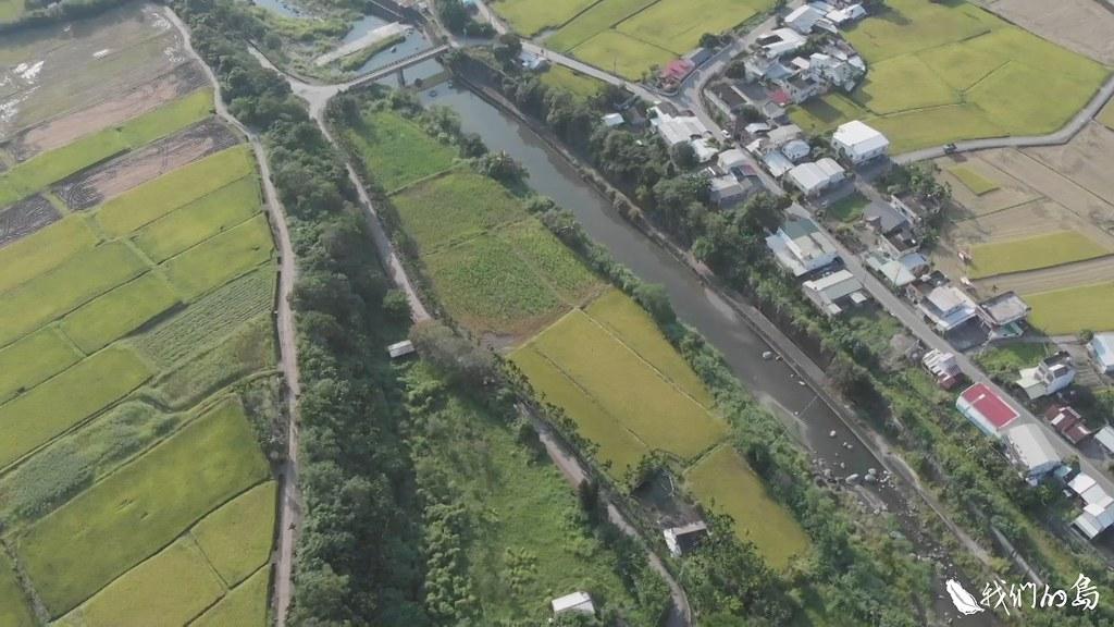 要拆除掉攔砂壩或固床工得從長計議,但加寬河道減緩流速,降低河床刷深的速度,是眼前可以辦到的。