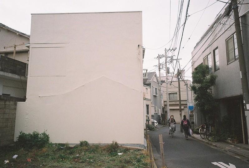161 Ricoh GR1s+Kodak Ultramax400 20200112チョートクブラぱち塾押上路地のひび割れる壁