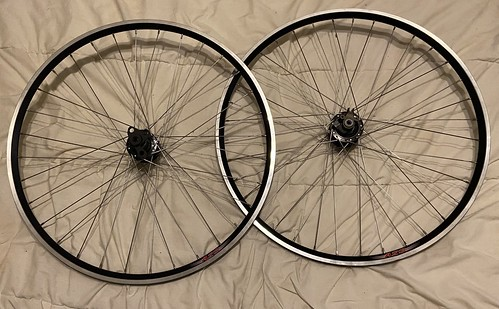 Through-axle wheelset