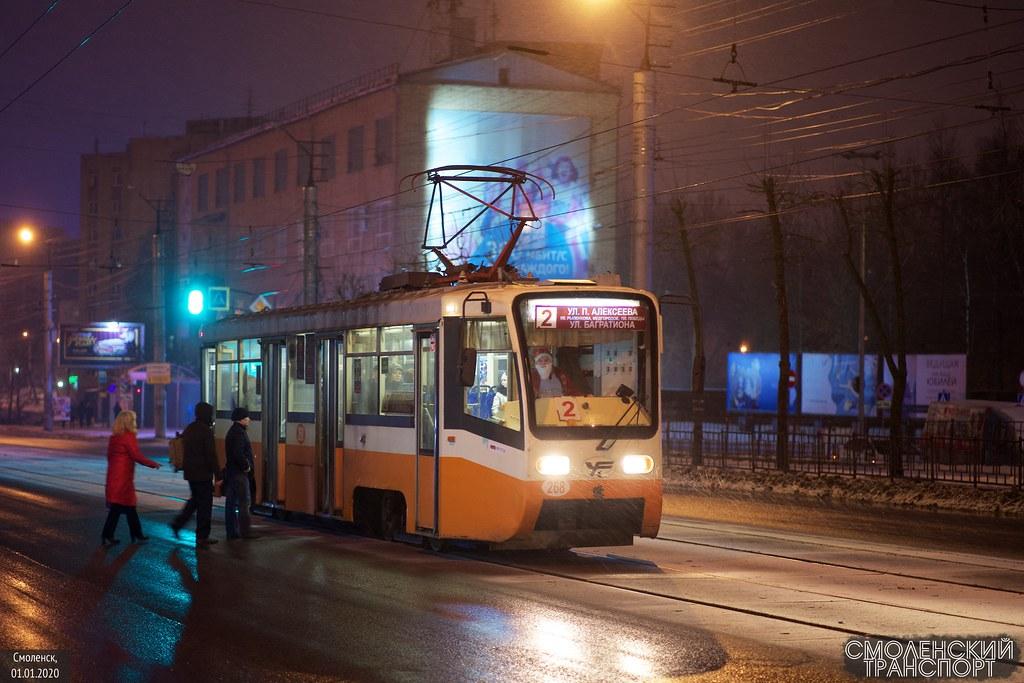 бывший московский вагон, перекрашенный в Смоленске, работающий в новогоднюю ночь