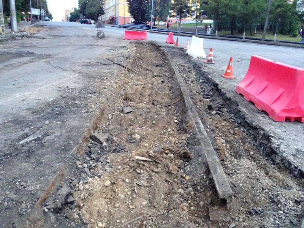 участок путей на ул. Дзержинского, закрытых в 1974 г., демонтированы в 2013 г.