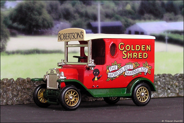 Lledo Days Gone No. 60068 1920 Ford Model T Van in Robertson's Golden Shred Livery P5210036
