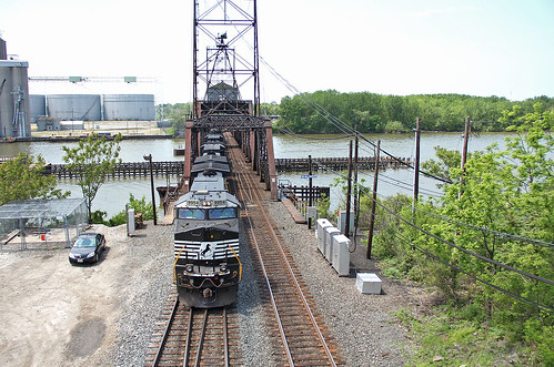nschicagoline nsmotivepower norfolksoutherntrains nslocomotives norfolksouthern bridges railroadbridges maumeeriver toledoohio nsstacktrains rivers waterways