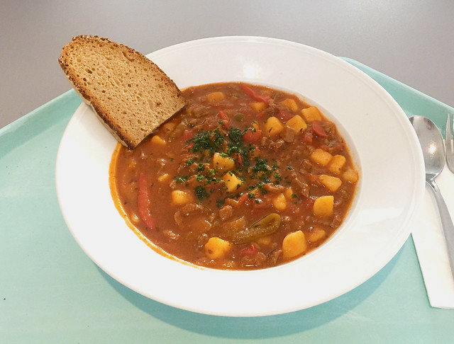Goulash stew with farmers bread / Gulaschsuppeneintopf mit Bauernbrot