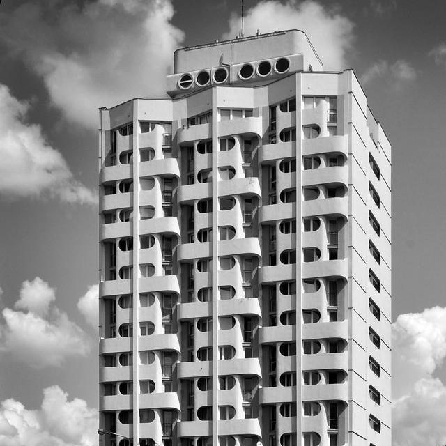 Grunwaldzki Square Housing Complex / Jadwiga GrabowskaHawrylak