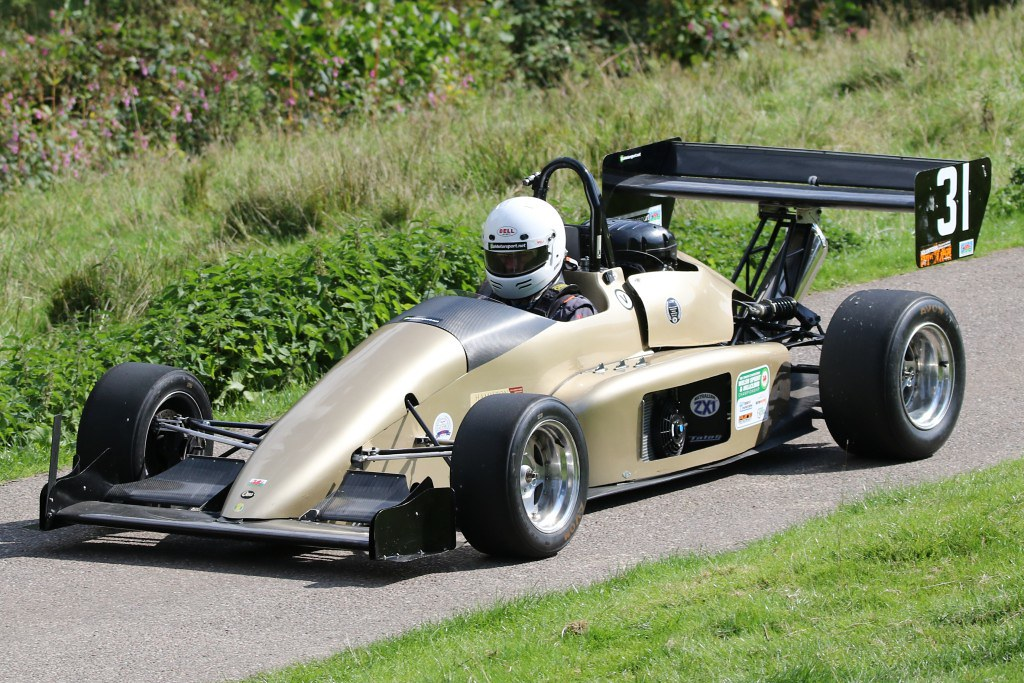 Andrew Bisping, OMS 2000M at Wiscombe Park (N Cole)