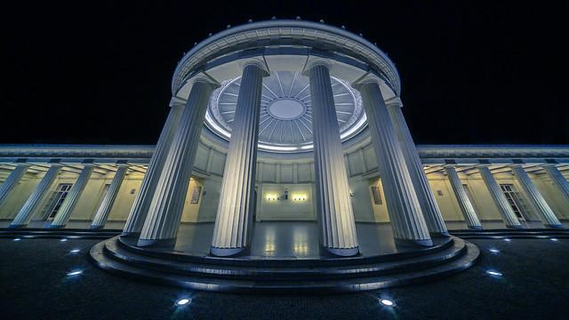 columns & dome