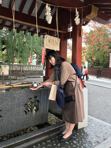 Ms. Makino demonstrating purification ritual. From History Comes Alive in Tokyo