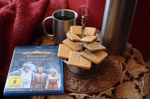 """Schwarzer Tee und russisches Gebäck mit Kondensmilchgeschmack zum russischen Märchenfilm """"Abenteuer im Zauberwald"""""""