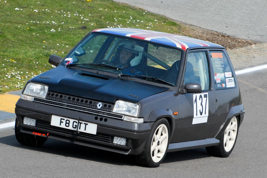 Shane Dyson's Renault 5 GT Turbo at Anglesey (N Lambert)