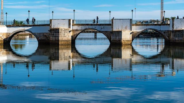 Ponte antiga sobre o Rio Gilão
