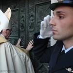 Giubileo-Lauretano_8-dicembre_Particolare-Apertura-della-Porta-Santa
