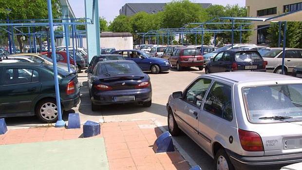 Coches mal aparcados en Sevilla