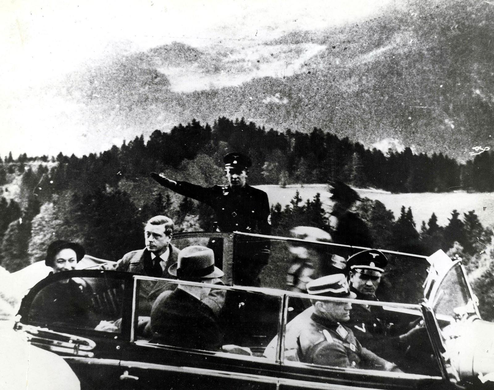Герцог и герцогиня Виндзорские в Берхтесгадене после посещения ими немецкого лидера Адольфа Гитлера