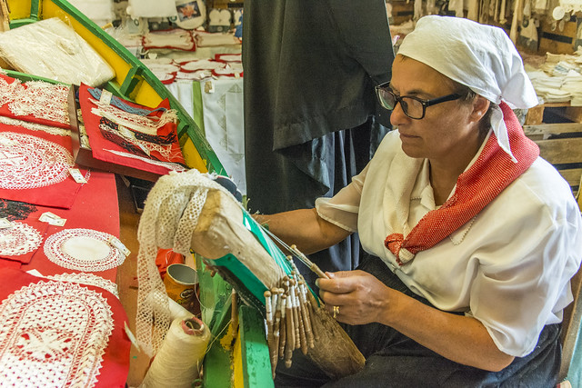 Fontana Craft Lady in Traditional Dress