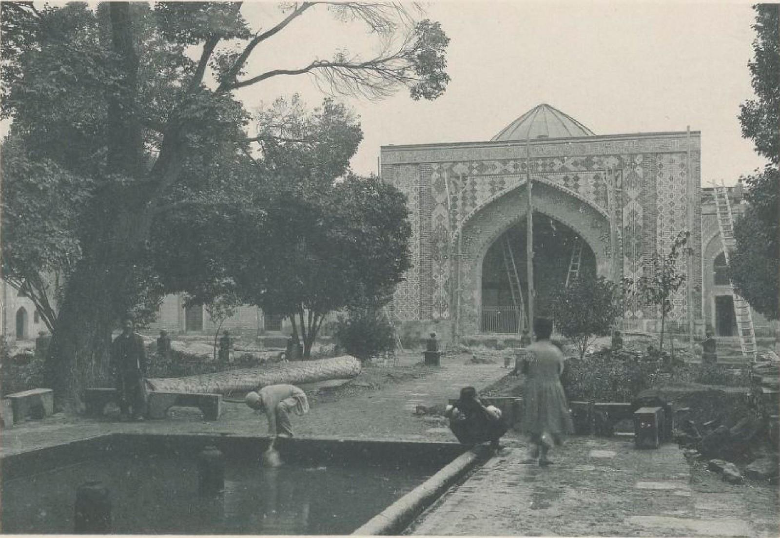 14. Ереван. Двор мечети, 26-31 Октябрь 1897