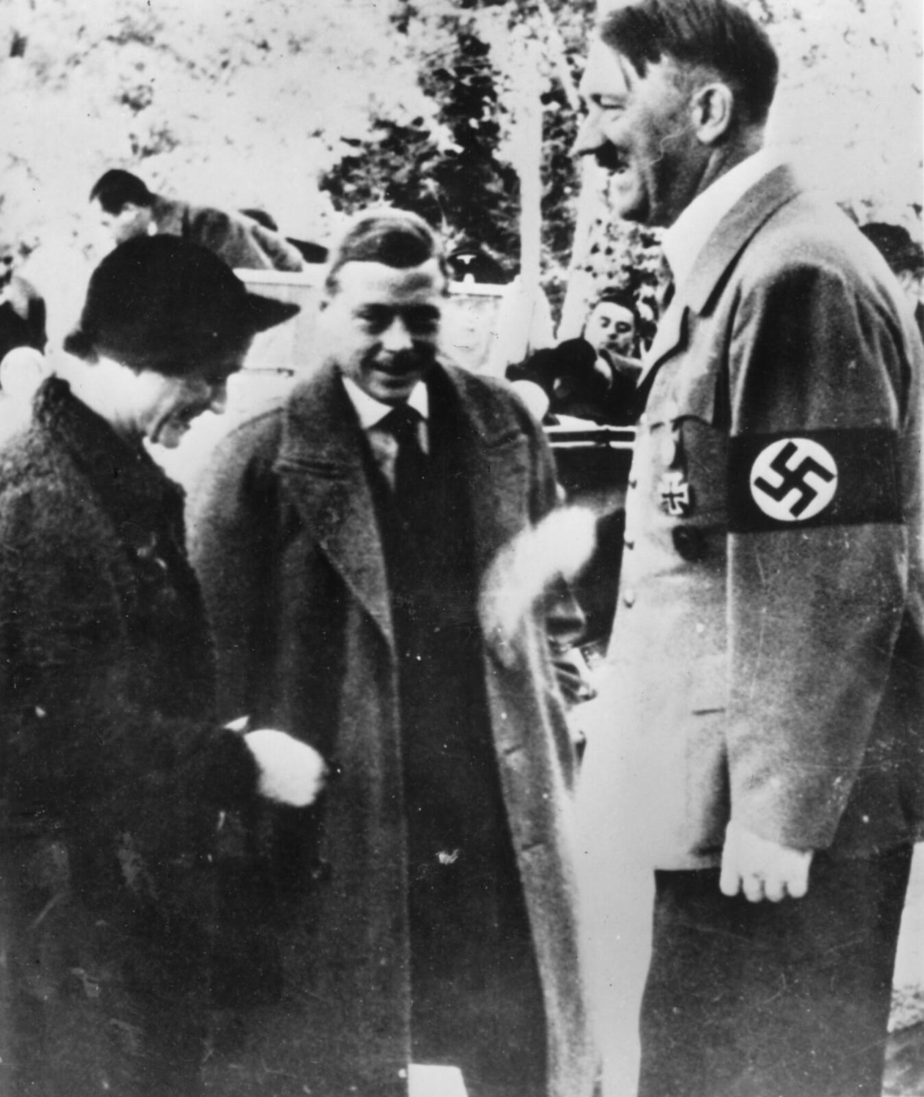 Герцог и герцогиня Виндзорские встречаются с Адольфом Гитлером