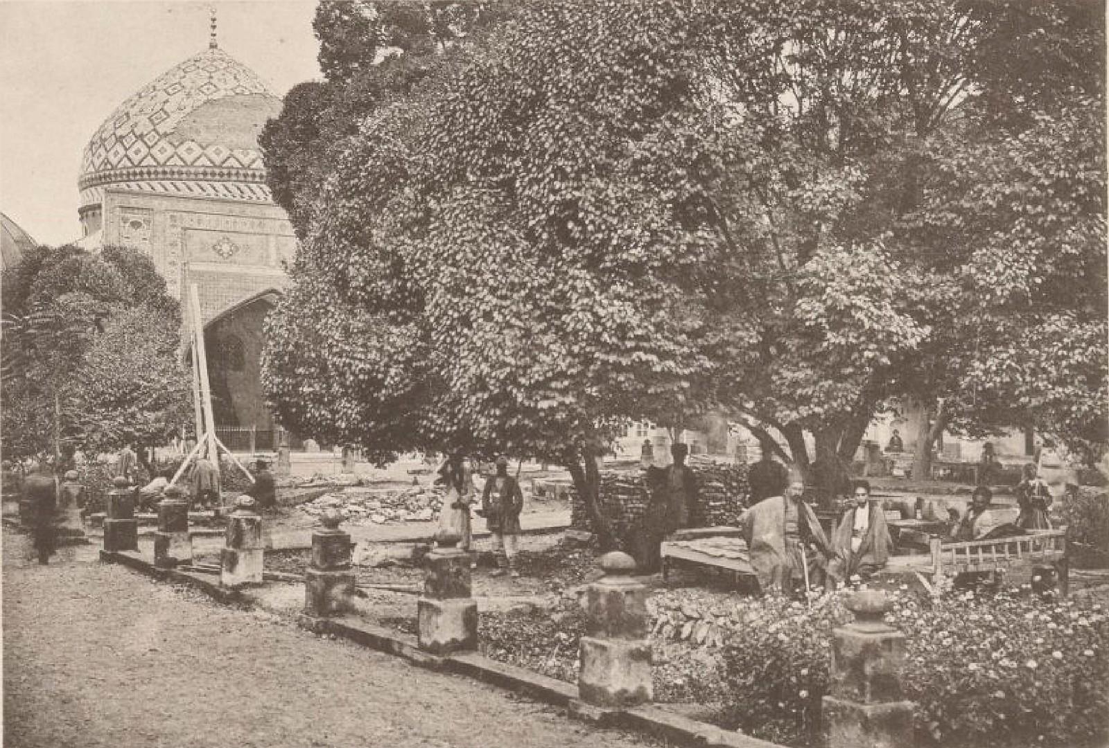 13. Ереван. Двор мечети, 26-31 Октябрь 1897