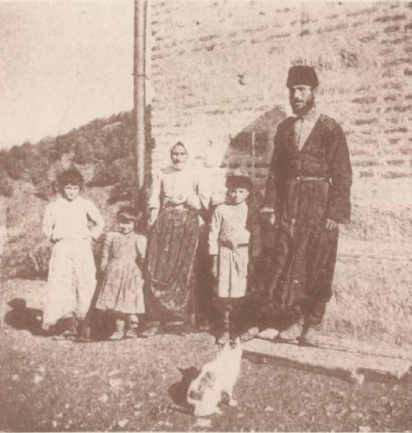 05. Чубучлы. Казак почтовой службы с семьей. 24 октября 1897