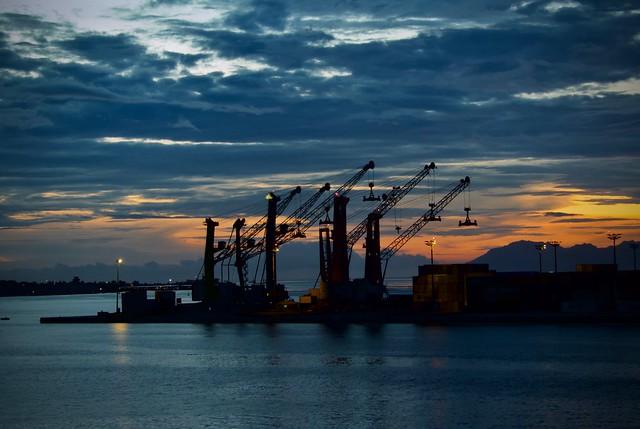 Lumières dans le port de Papeete