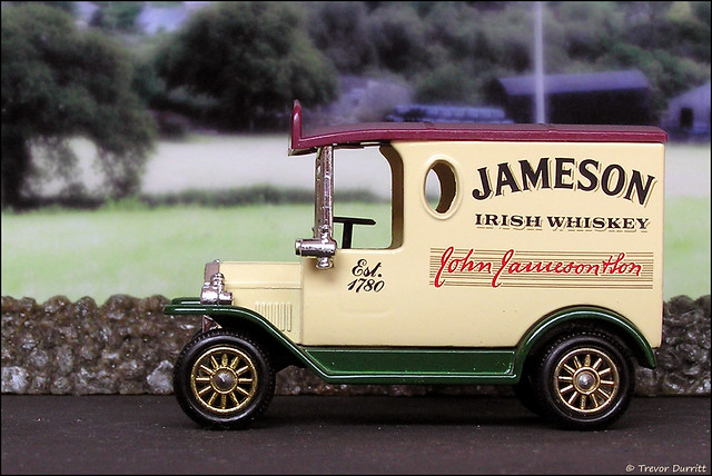 Lledo Vintage Classics No. 6107 Ford Model T Van in Jameson Livery P5210054