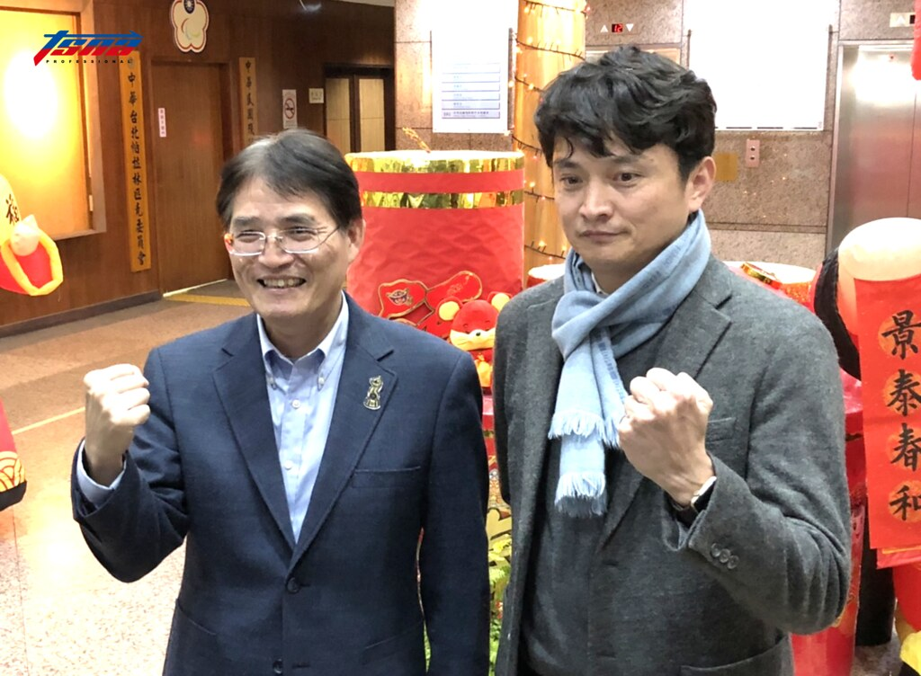 體育署署長高俊雄(左)、中職祕書長馮勝賢。(賴冠文/攝)