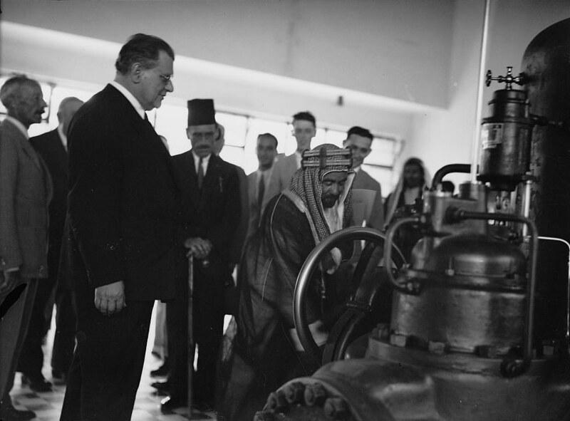 Naharaim-plant-opening-abdullah-starting-turbines-19330606-15245v