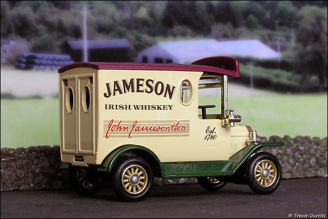 Lledo Vintage Classics No. 6107 Ford Model T Van in Jameson Livery P5210055