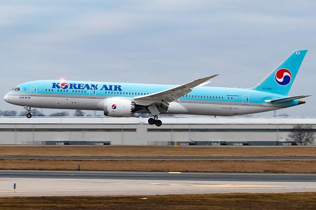HL7208 Korean Air B787-9 Dreamliner Prague Airport