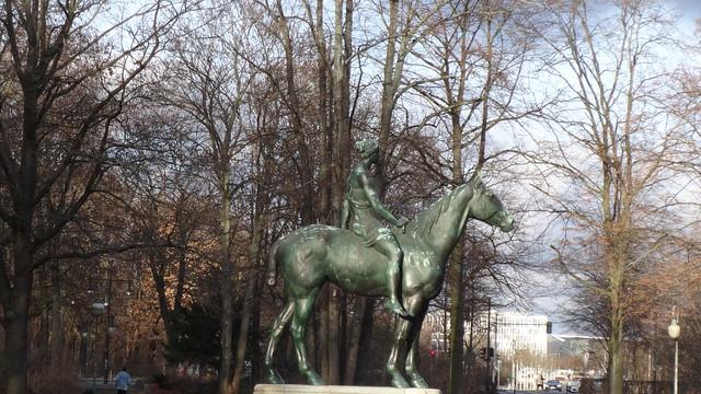 1895 Berlin Amazone zu Pferde von Louis Tuaillon Bronze im Großen Tiergarten Straße des 17. Juni in 10557 Tiergarten