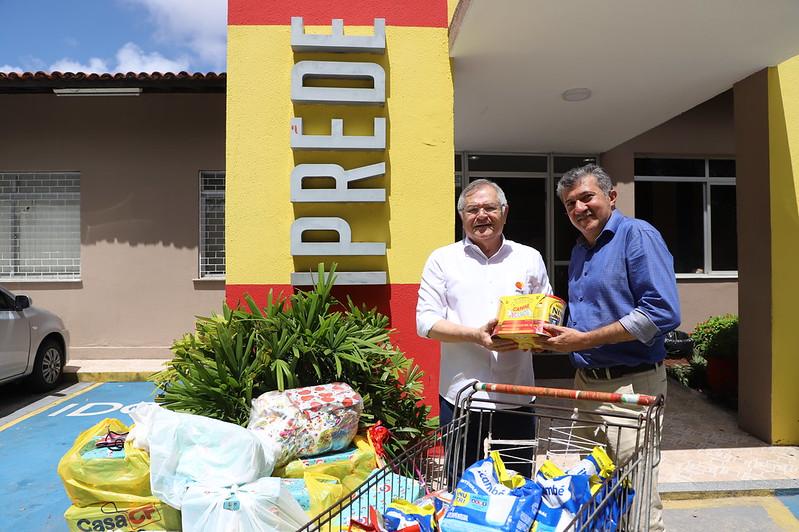 Câmara Municipal de Fortaleza entrega doação de leite e brinquedos ao Iprede