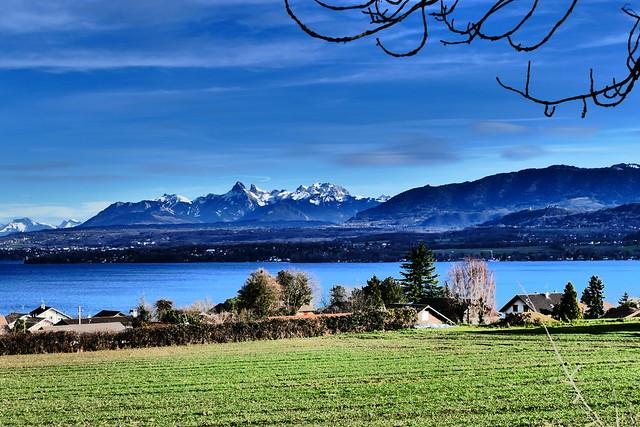 0114.20.La La dent d'Oche est une montagne de Haute-Savoie, dans le massif du Chablais, à proximité de la frontière franco-suisse, qui culmine à 2 221 mètres d'altitude. Située à la limite des territoires communaux de Bernex et de Novel, elle domine Évian