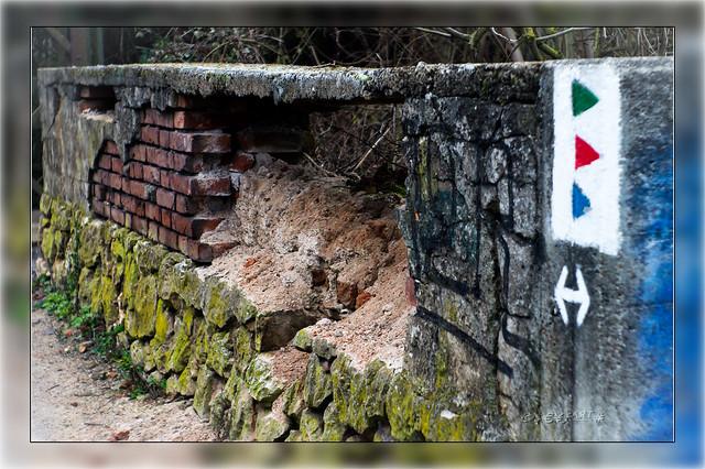 Durch Graffiti zerstörte Mauer :-)