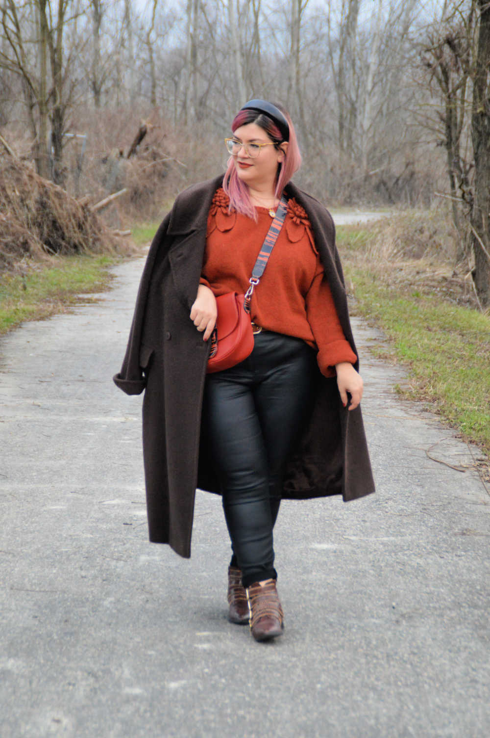 outfit curvy plus size nero e marrone (19)